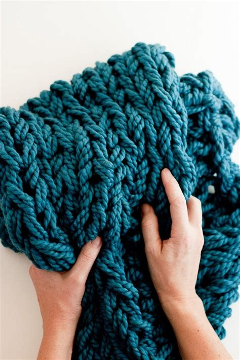 arm knitting yarn 25 best ideas about arm knitting tutorial on