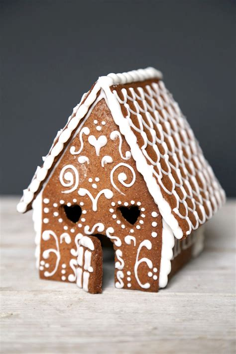 gingerbread house mini gingerbread house