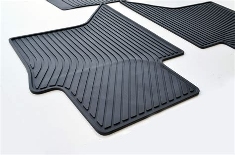 Rubber Mats For Equipment by Rubber Floor Mats Custom Made Tailored For Toyota Hilux 05