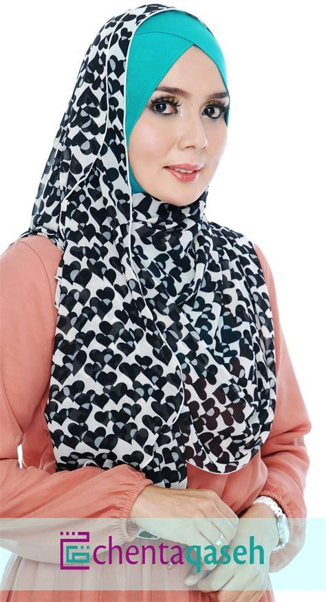 layout majalah hijab chenta qaseh online hijab raniaa shawl