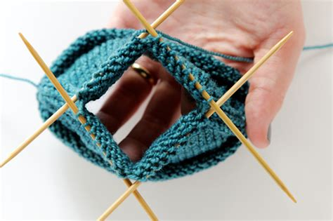 how to knit socks with 4 needles knit along day 5 the toe