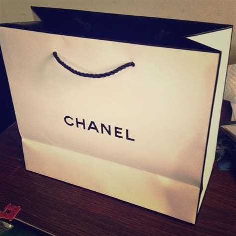 Paperbag Tas Chanel chanel chanel paper bag bundle with chanel box from s closet on poshmark