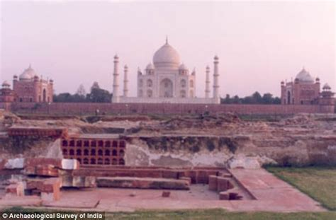 mughals myth and murder 500 years of indian jewelry shah jahan s summer palace found opposite taj mahal