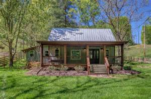 nest a pretty cabin rental in franklin tennessee