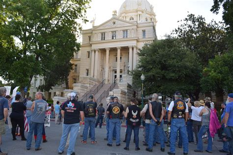 Waco Tx Arrest Records Bikers Descend On Waco No Scales Of Justice At Waco
