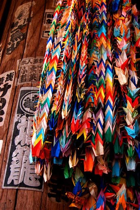 Origami Legend - 1000 paper cranes an ancient japanese legend promises