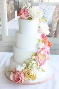 vintage inspired wedding flower cake pretty pink froufrou le bleu