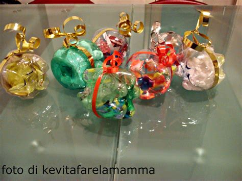 sfere con bicchieri di plastica riciclo creativo trasformare bottiglie di plastica in