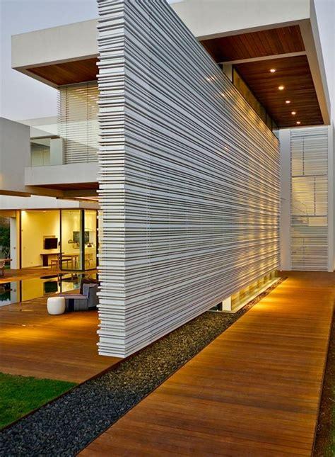 Runder Pool Im Garten 2414 by Moderne Minimalistische Fassade Beton Konstruktion Glas