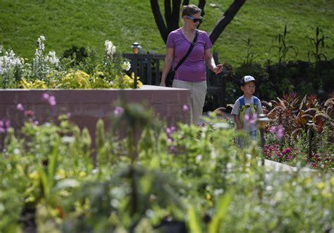 Volunteer Botanical Gardens Denver Botanic Gardens Volunteer Denver Botanic Gardens Colorado Stock Photos Denver South
