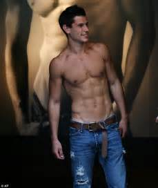 zachary singapore actor abercrombie and fitch vows to stop using shirtless models