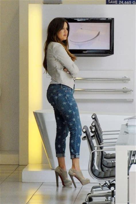 khloe kardashian bathroom khloe kardashian in khloe and kourtney kardashian shop for