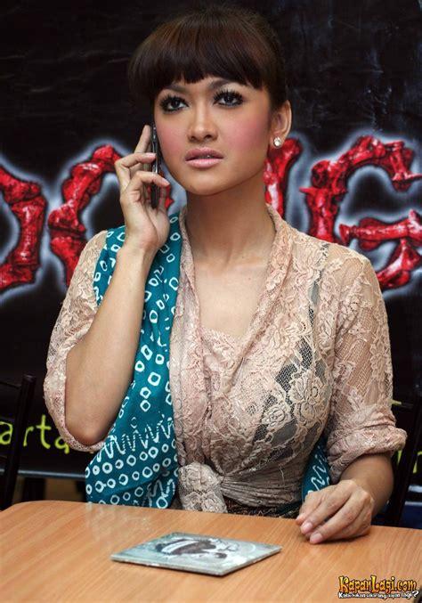 film indonesia terbaru 2015 hantu jamu gendong julia pilem bokep foto bugil bokep 2017