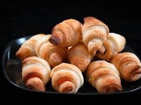 petits croissants au saumon fum 233 toast ap 233 ritif