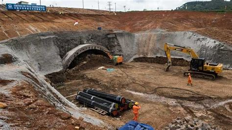 bikin jalan rusak proyek kereta cepat jakarta bandung