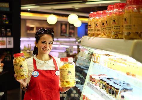 bisnis makanan ringan milik artis  gak kalah populer