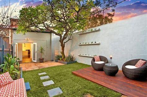 modern landscaping ideas for small backyards 50 jardins pequenos incr 237 veis para casas e apartamentos