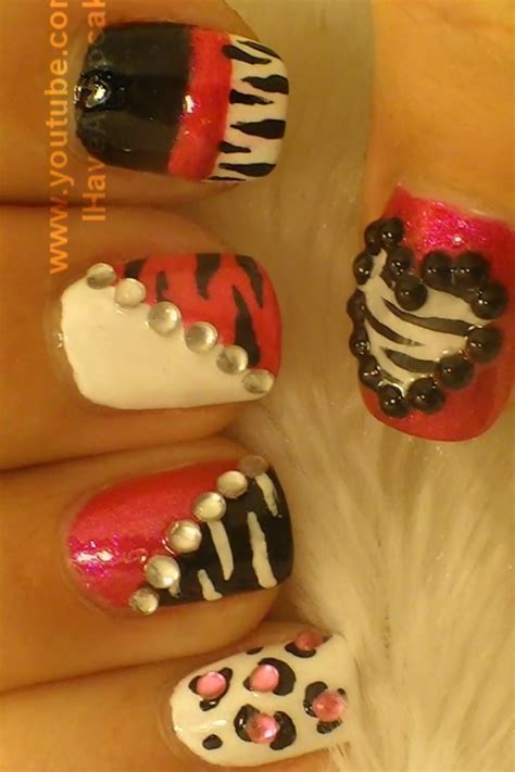 A Simple And Easy Girly Zebra Nail Art Design Finger | a simple and easy girly zebra nail art design finger