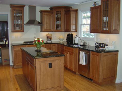 maple cabinets with black countertops kitchy pinterest