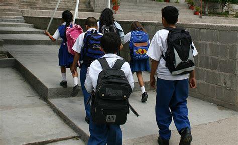 imagenes niños yendo al colegio maestra mexicana se vuelve ejemplo de ense 241 anza y valores