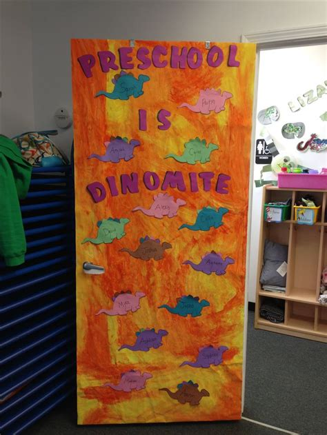 Preschool Door Decorations by Best 25 Dinosaur Bulletin Boards Ideas Only On Dinosaur Projects Dinosaurs