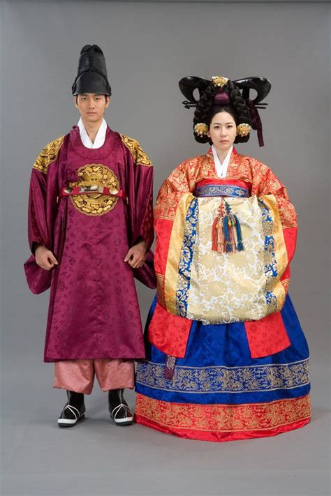 Etnic Dress Korea the and groom in the traditional korean wedding dresses traditional wedding