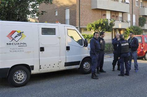libreria globo busnago assaltano furgone portavalori e fuggono con la refurtiva