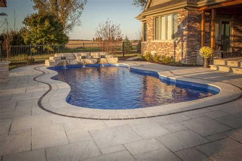 swimming pool contractors canada and usa http