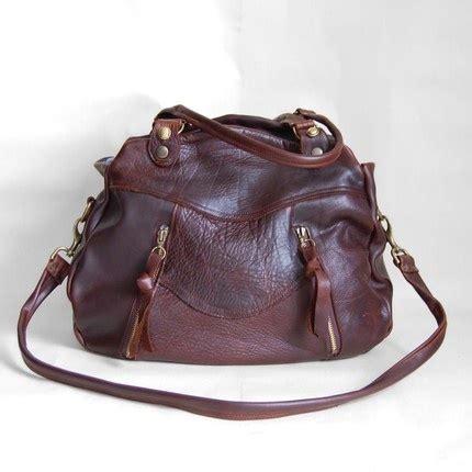 Tas Zara Bag Messenger 2 Pocket larch bag in brown buffalo hide clip on cross