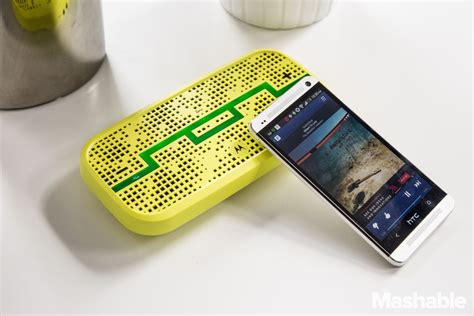 Bluetooth Deck by Motorola Debuts A Wireless Speaker Your Friends Can