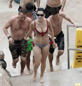 Bathtub Water Filters Katy Perry Pictures In The Bahamas Popsugar Celebrity