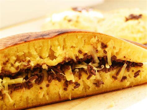membuat martabak bangka cara membuat martabak manis bangka tips resep cara membuat