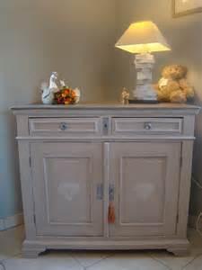 relooking d un meuble deux portes et deux tiroirs