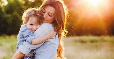 hijo ve a su mama dedearse 15 consejos para las madres que tienen hijos varones