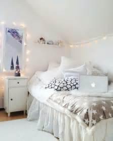 all white bedroom decor 49 ideen f 252 r dekoration mit lichterkette archzine net