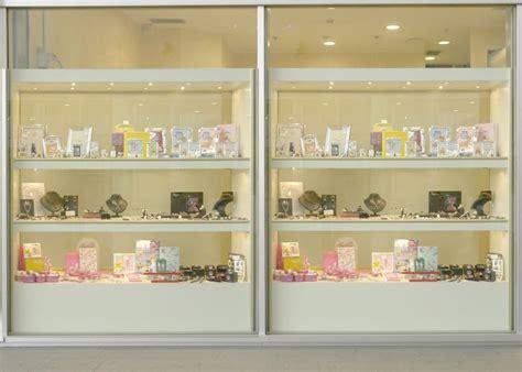 produzione arredamenti per negozi produzione arredamenti per negozi espositori per occhiali