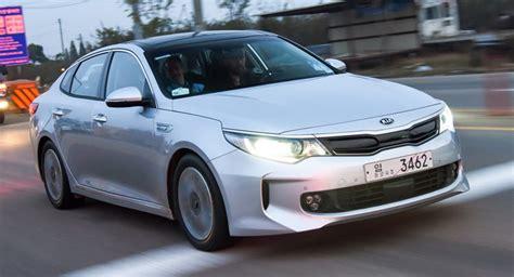 Kia Optima Upgrades by Kia Unveils Optima Phev Upgrades Hybrid And Announces