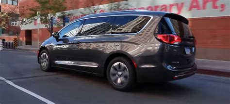 Chrysler Pacifica Mpg by Chrysler Pacifica Hybrid Impressive 32 Mpg With 36