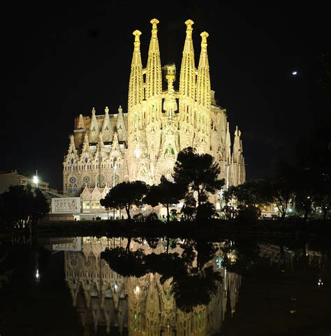 barcelona wikipedia file barcelona sagrada familia by night 2015 jpg