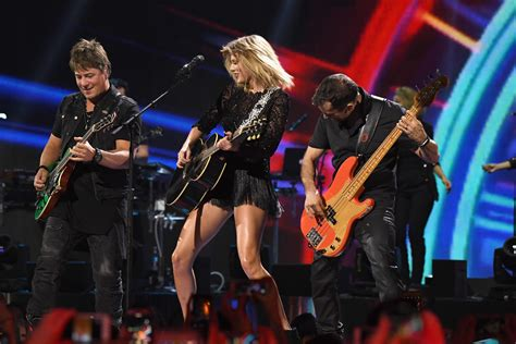 taylor swift all too well houston justin timberlake 5 other stars rumored to perform at