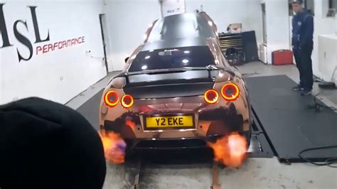 nissan gtr wrapped gold 700bhp nissan gtr revs flames on dyno rose gold wrap