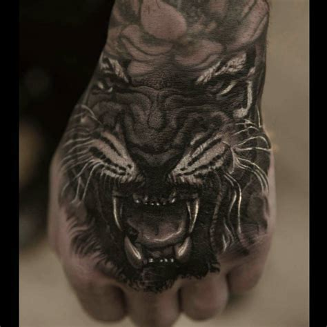 hand tattoos for men tiger realistic