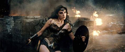 imagenes de wonder woman en batman vs superman batman v superman wonder woman steals the show time