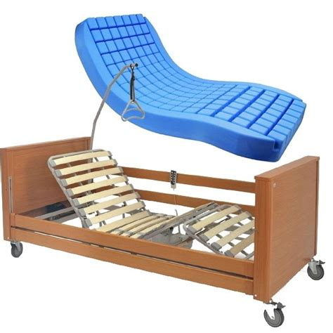 letto per anziani letto da degenza elettrico in legno per anziani o disabili