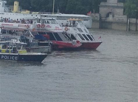 thames river cruise accident barge crashes into river boat on the river thames itv news