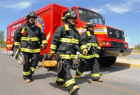 bomberos imagenes fuertes atienden bomberos emergencias por fuertes vientos