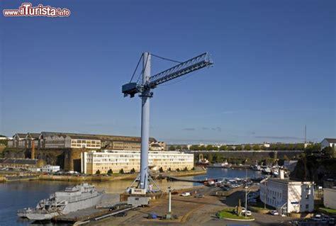 porto militare francese il porto di brest francia la posizione strategica