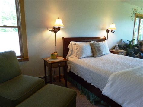 sturgeon bay bed and breakfast bed and breakfast door county white lace inn sturgeon bay