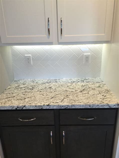 kitchen backsplash patterns subway tile backsplash herringbone pattern