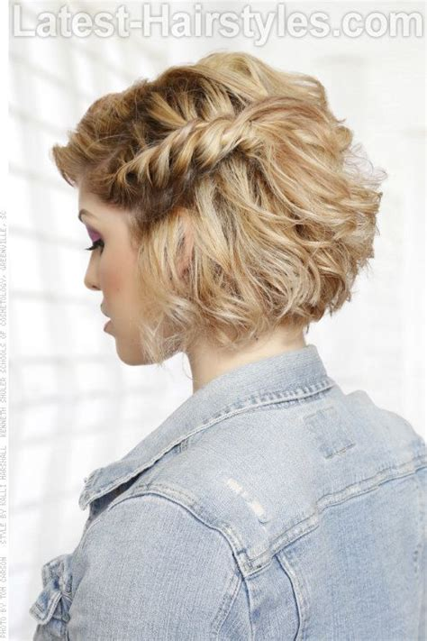 short bob hair style with curls at crown curly bob hairstyle with side braid side view new